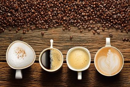 verschiedene Kaffeegetränke in Tassen